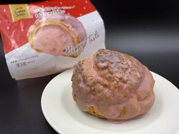 いちごクッキーシュー 価格:158円(税込)