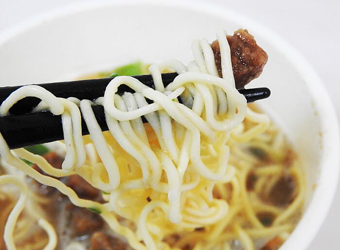 RIZAP 豚骨醤油ラーメン(ファミリーマート)
