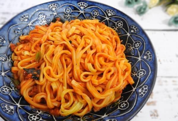 ファミリーマート お母さん食堂 もちっと食感の汁なし担々麺 価格:230円(税抜)