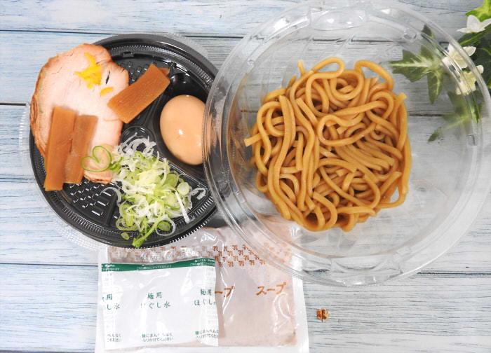 セブンイレブン「とみ田監修 濃厚豚骨魚介 味玉冷しつけ麺」 価格:594円(税込) 発売日:2020年7月21日