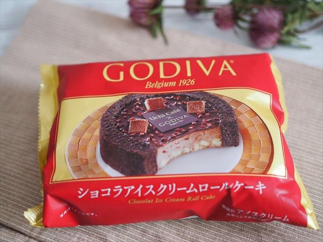 Uchi Café×GODIVA ショコラアイスクリームロールケーキ(ローソン) 価格:380円(税込)