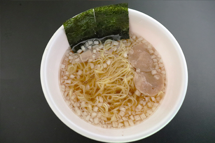 日清麺NIPPON 八王子たまねぎ醤油ラーメン 価格:230円(税抜)