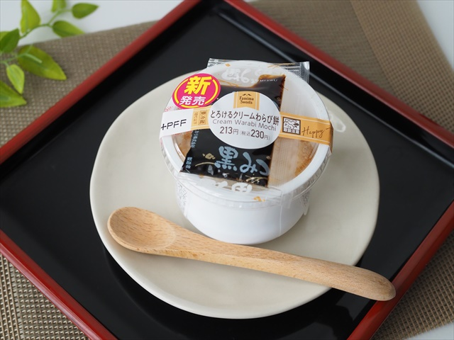 とろけるクリームわらび餅(ファミリーマート) 価格:230円(税込)