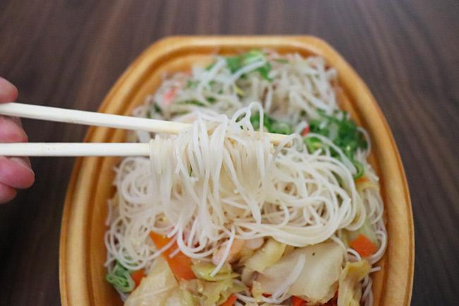 1/3日分の野菜が摂れる海老の焼ビーフン(ファミリーマート) 価格:430円(税込)