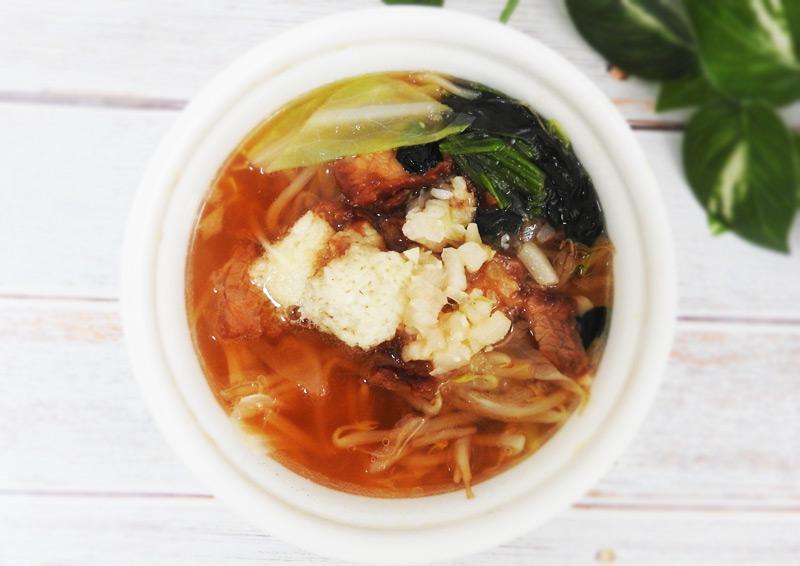 ファミリーマート「にんにく背脂醤油ラーメン風スープ(麺なし)」 価格:398円(税込)