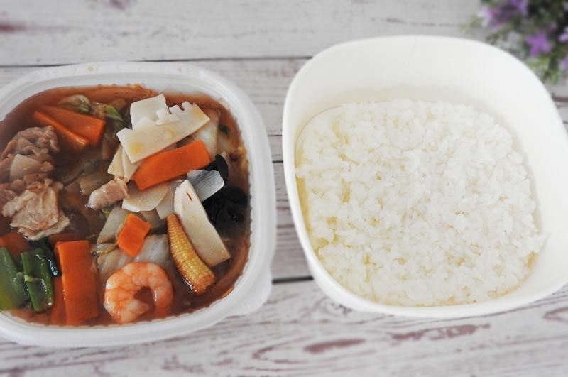 1/2日分の野菜!9種具材の特製中華丼(セブンイレブン)価格:496円(税込)
