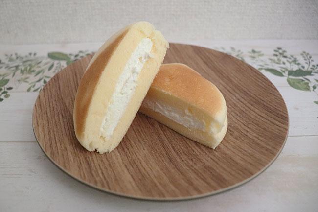 セブンイレブン チーズ蒸しケーキサンド 価格:138円(税込)