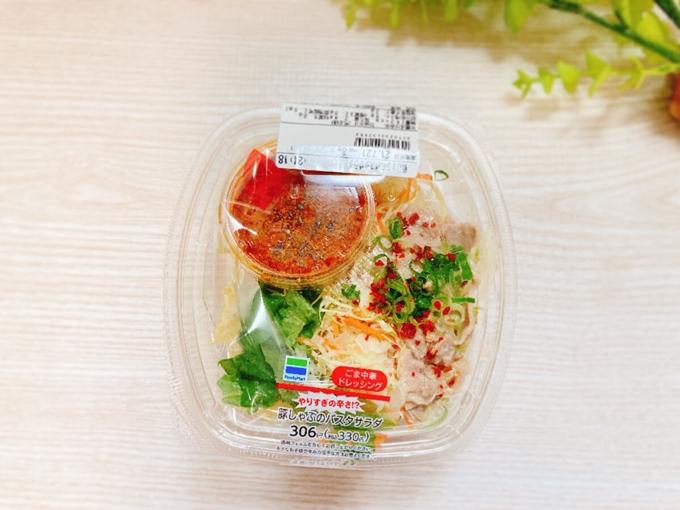 やりすぎの辛さ!?豚しゃぶのパスタサラダ(ファミリーマート) 価格:330円(税込)