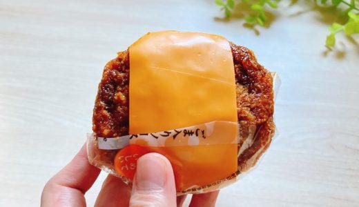 【コンビニ新商品食レポ】片手でチキンカツ定食が味わえる!セブン「チーズチキンカツおむすび」