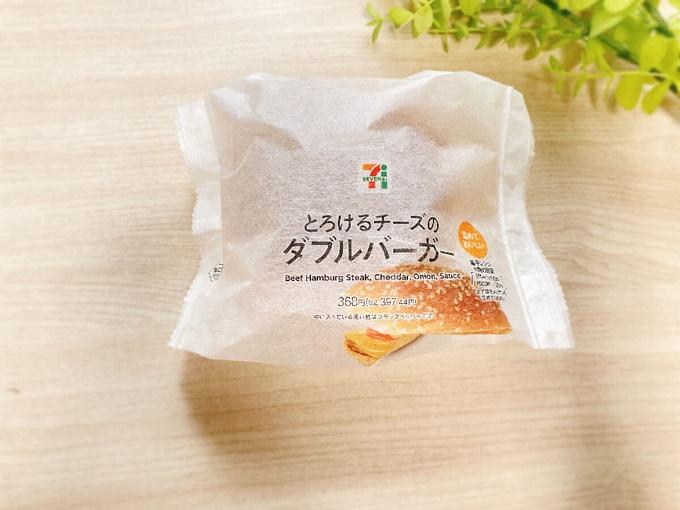 とろけるチーズのダブルバーガー(セブンイレブン) 価格:397.44円(税込)