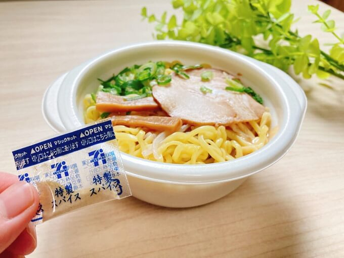 ミニ醤油豚骨ラーメン(セブンイレブン) 価格:345円(税込)